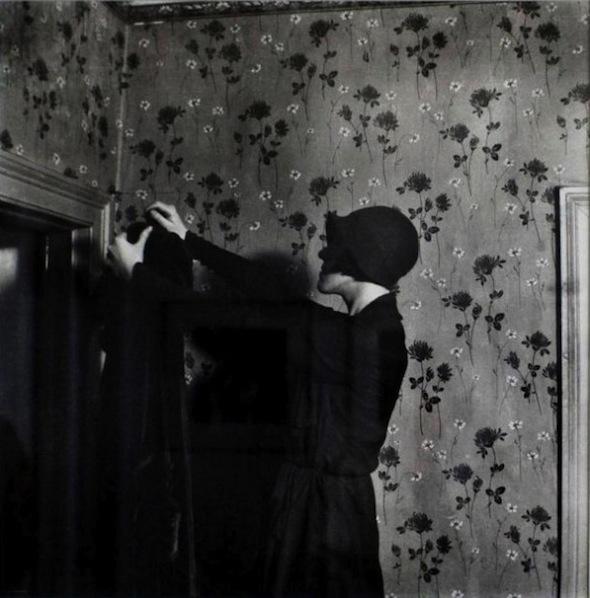 Paul-Nougé-Coat-suspended-in-space-c.-1929-1930